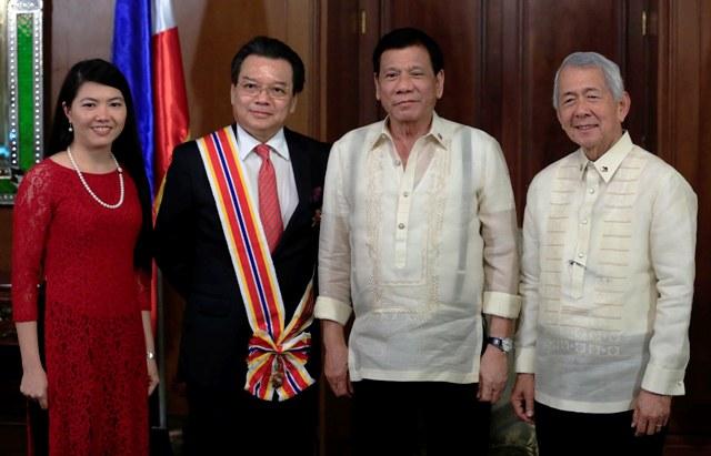 Tổng thống Philippines trao tặng Huân chương Sikatuna hạng Vàng cho Đại sứ Việt Nam tại Philippines
