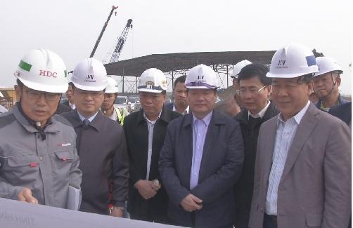 Kiểm tra tiến độ thi công dự án đầu tư xây dựng cầu Hưng Hà