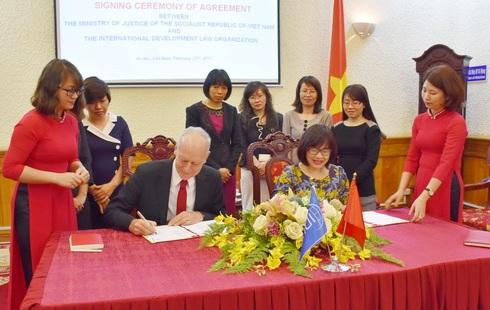 Tăng cường hợp tác giữa Bộ Tư pháp và Tổ chức quốc tế về Luật Phát triển