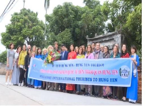 Du lịch Hưng Yên đón khách quốc tế thăm ngôi nhà cổ ở Mễ Sở