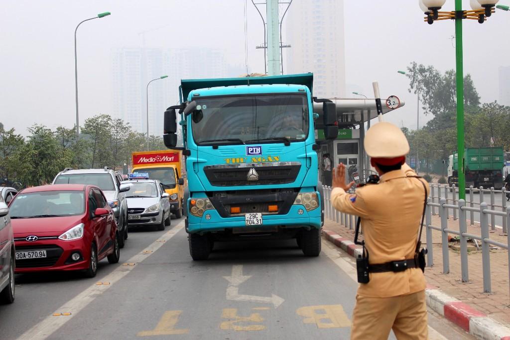 Hà Nội: Bắt đầu xử phạt ô tô, xe máy đi vào làn đường ưu tiên xe buýt nhanh