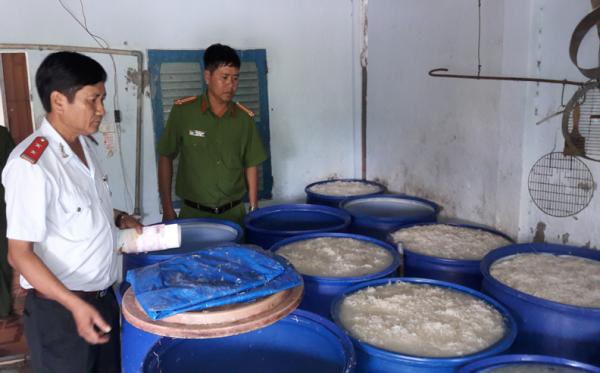Đình chỉ hoạt động cơ sở sản xuất bì lợn vi phạm về an toàn vệ sinh thực phẩm