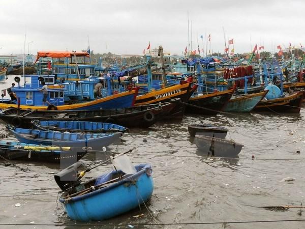 Cứu hộ kịp thời 6 thuyền viên trên tàu cá bị chìm tại cảng biển Cửa Việt