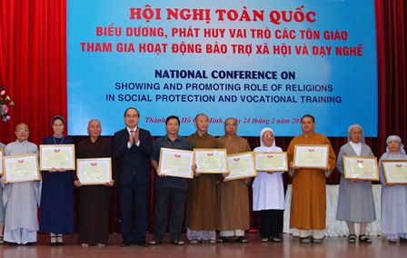 Phát huy vai trò của các tôn giáo tham gia hoạt động bảo trợ xã hội và dạy nghề
