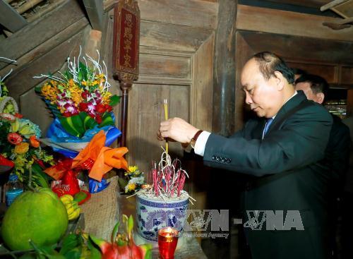 Thủ tướng Nguyễn Xuân Phúc dâng hoa, dâng hương tưởng niệm Chủ tịch Hồ Chí Minh tại Khu di tích Kim Liên