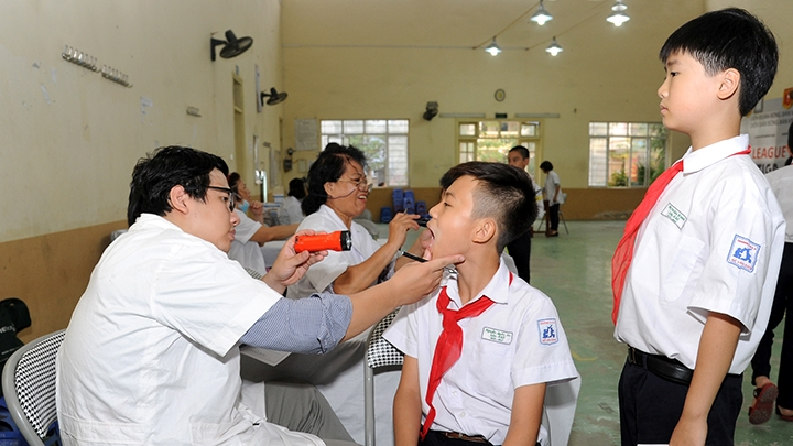 Bất cập trong tổ chức khám sức khỏe định kỳ cho học sinh