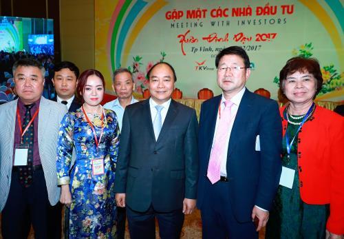 Thủ tướng Nguyễn Xuân Phúc: Các nhà đầu tư cần có chiến lược lâu dài, hiệu quả, chung thủy với Nghệ An