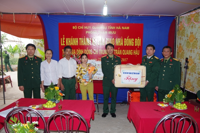 Hà Nam: Khánh thành và bàn giao nhà đồng đội cho đồng chí Trung úy Trần Quang Hậu