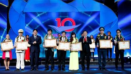 Bình chọn cho các gương mặt trẻ Việt Nam tiêu biểu 2016