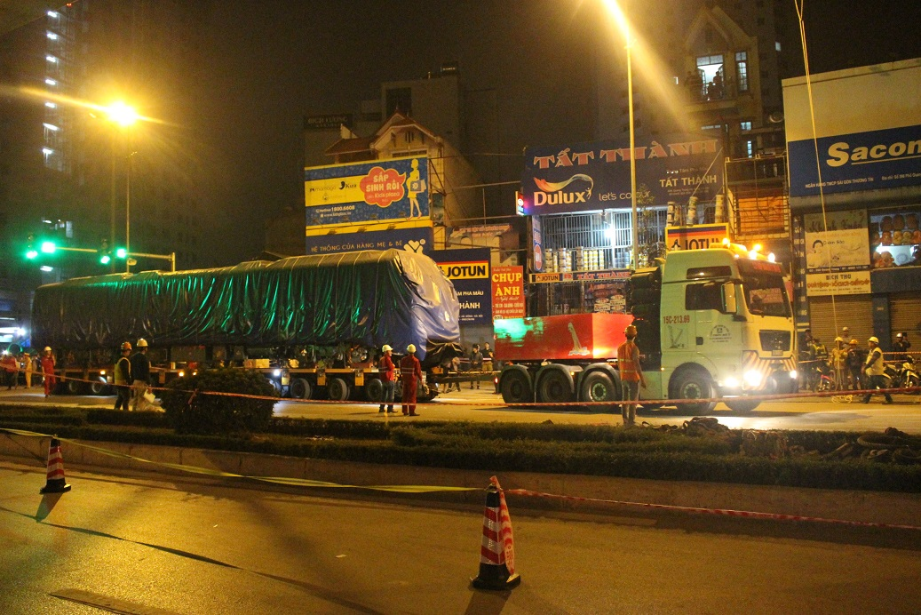 Toa tàu đầu tiên của dự án đường sắt đô thị Cát Linh – Hà Đông được đưa lên đường ray