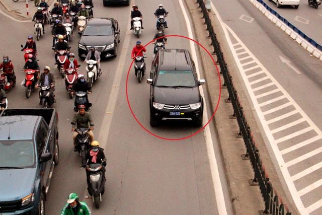 Hà Nội: Các phương tiện vẫn ngang nhiên đi vào làn đường dành cho xe buýt nhanh