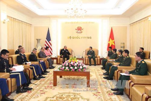 Tổng Tham mưu trưởng Quân đội nhân dân Việt Nam tiếp Tư lệnh Lục quân Thái Bình Dương Hoa Kỳ