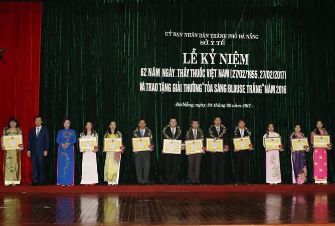 """Đà Nẵng: Tôn vinh 20 cá nhân nhận giải thưởng """"Toả sáng Blouse trắng"""""""
