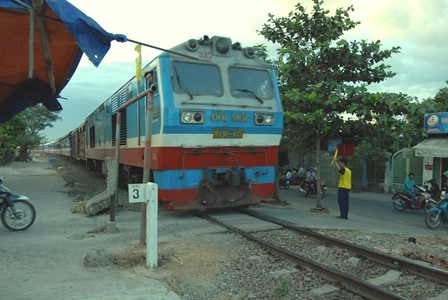 Đảm bảo an toàn giao thông đường sắt qua khu dân cư