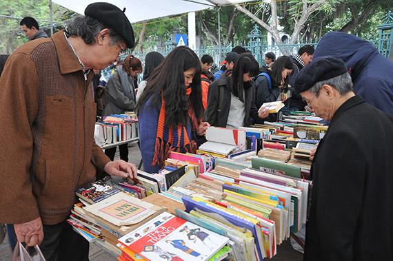 Hội sách cũ Hà Nội - Hơi thở mới từ phát triển văn hóa đọc trong cộng đồng