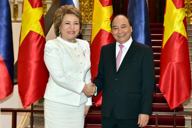 Thủ tướng Nguyễn Xuân Phúc tiếp Chủ tịch Hội đồng Liên bang Nga