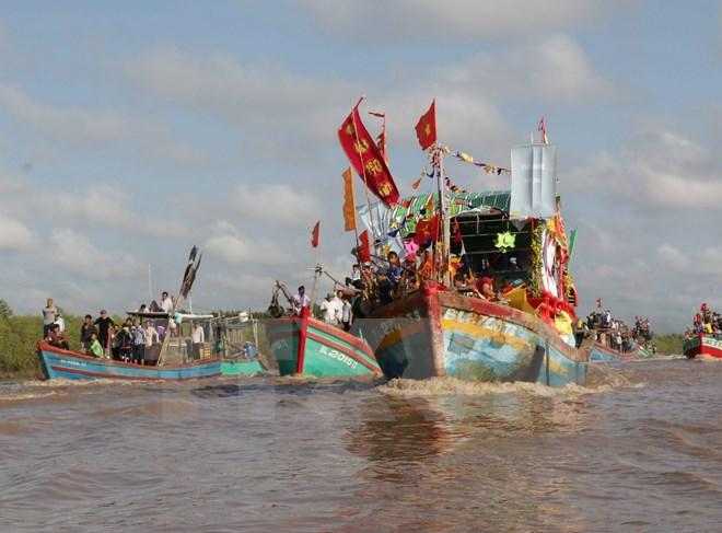 Biển đảo Việt Nam: Hàng nghìn lượt người tham gia lễ hội Nghinh Ông