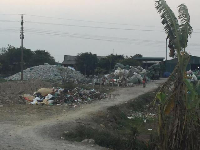 Bài 2: Bài toán về ô nhiễm môi trường ở xã Quảng Phú Cầu bao giờ có lời giải?