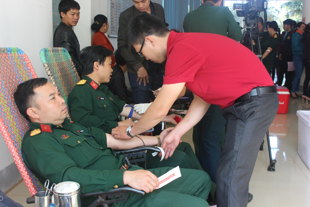 Tuổi trẻ Binh đoàn 15 hiến máu tình nguyện