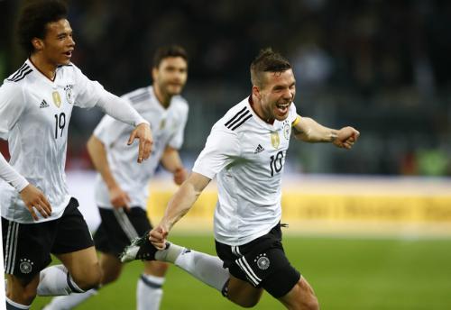 Podolski lập công giúp Đức đánh bại tuyển Anh