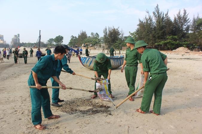 """Bộ đội biên phòng Đà Nẵng hưởng ứng chiến dịch """"Hãy làm sạch biển"""""""