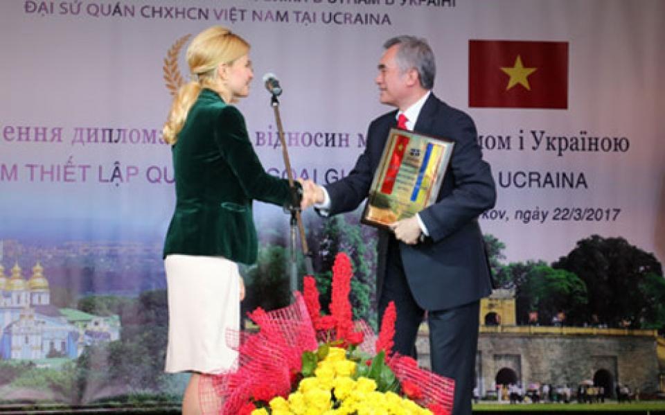 Kỷ niệm 25 năm ngày thiết lập quan hệ ngoại giao Việt Nam - Ukraine