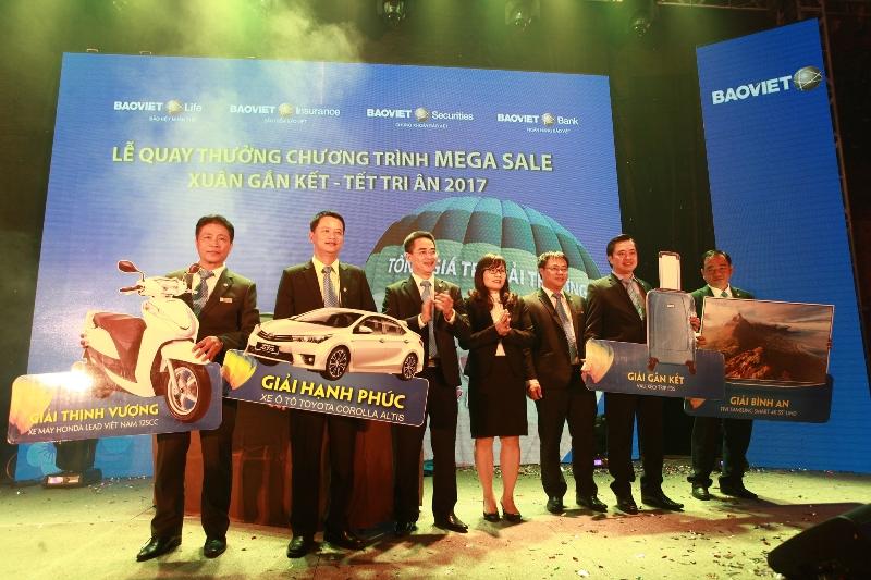 Bảo Việt trao ô tô tri ân khách hàng