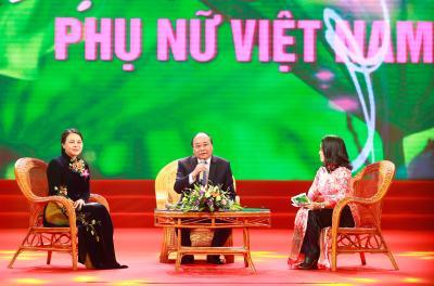 Thủ tướng Nguyễn Xuân Phúc đối thoại với phụ nữ tiêu biểu