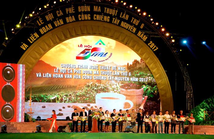 Bế mạc Lễ hội Cà phê Buôn Ma Thuột lần thứ 6 và Liên hoan Văn hóa cồng chiêng Tây Nguyên năm 2017