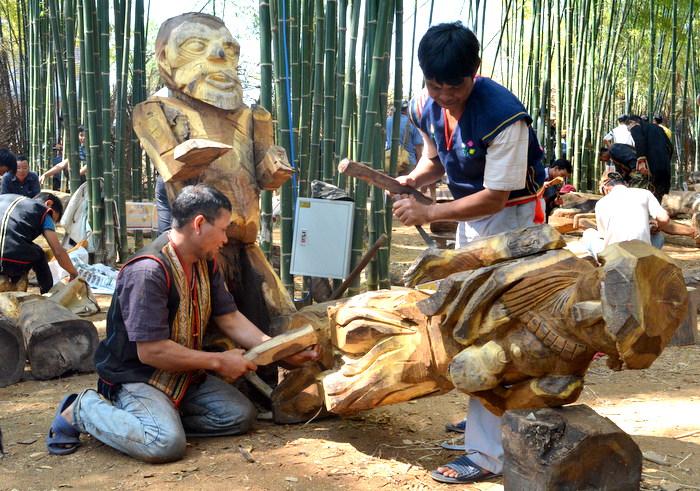 Độc đáo Hội thi tạc tượng gỗ dân gian các dân tộc Tây Nguyên năm 2017