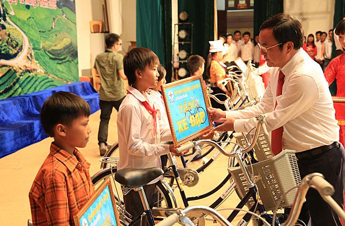 EVN tiếp tục giúp Lai Châu thoát nghèo