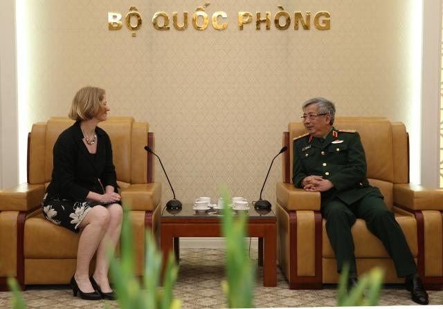 Thượng tướng Nguyễn Chí Vịnh tiếp Đại sứ Niu Di-lân