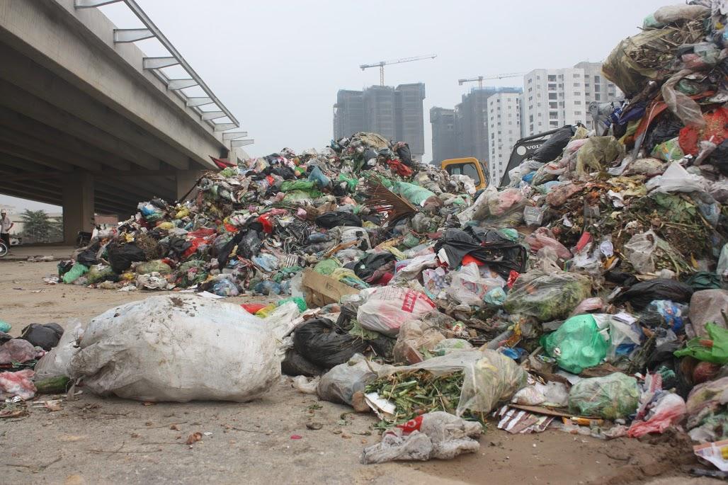 Thông tin về vụ đổ trộm rác thải ở quận Nam Từ Liêm (Hà Nội)