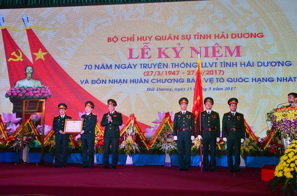 Lực lượng vũ trang tỉnh Hải Dương đón nhận Huân chương Bảo vệ Tổ quốc hạng Nhất