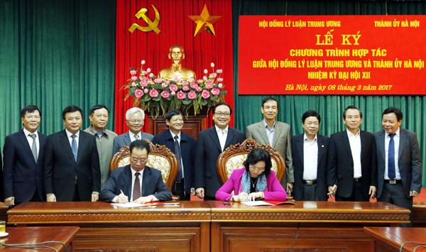 Ký kết chương trình phối hợp công tác giữa Thành ủy Hà Nội và Hội đồng Lý luận TW