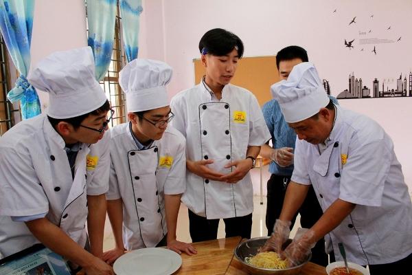 Nỗ lực của một trường THPT trong việc định hướng nghề nghiệp cho học sinh