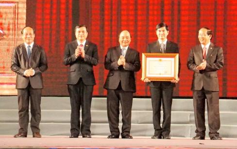 Thủ tướng Nguyễn Xuân Phúc dự Lễ kỷ niệm 20 năm tái lập và 42 năm Ngày giải phóng tỉnh Quảng Nam