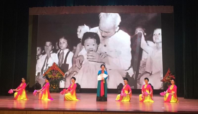 """Kỷ niệm 50 năm thực hiện lời dạy của Chủ tịch Hồ Chí Minh với """"Chiếu chèo chiến sĩ"""""""