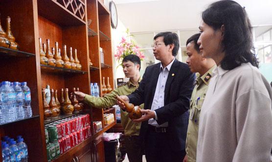 Hà Nội: Niêm phong gần 50.000 lít rượu không rõ nguồn gốc