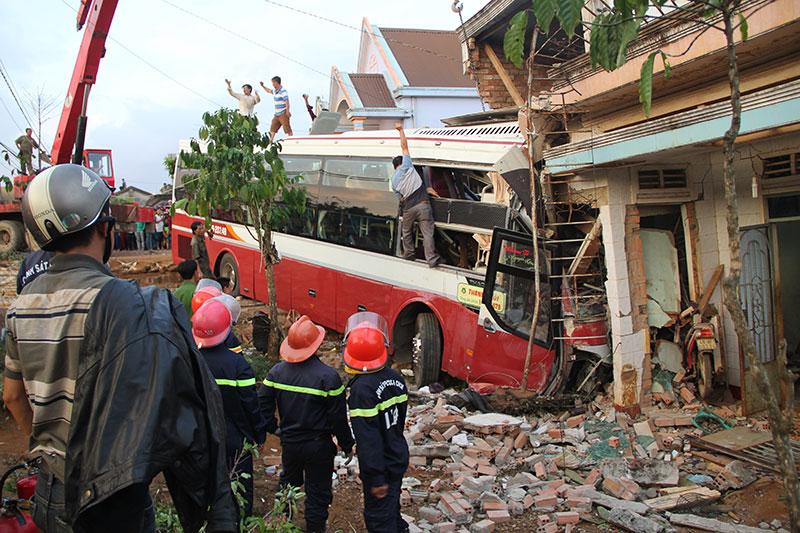 Vụ tai nạn giữa hai xe khách tại Lâm Đồng: Do xe khách Thành Bưởi đi không đúng phần đường quy định