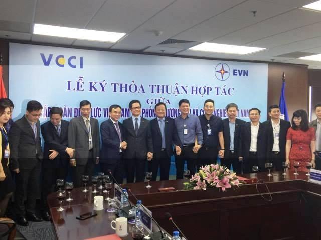 EVN ký thỏa thuận tăng cường hợp tác trao đổi thông tin với VCCI