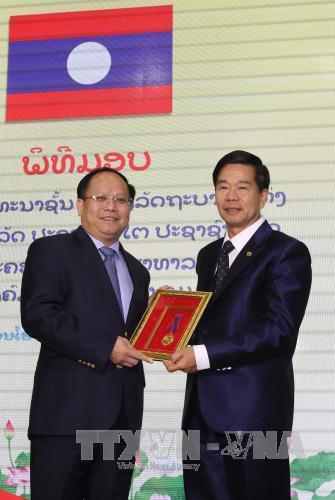 Thành phố Hồ Chí Minh đón nhận Huân chương Phát triển hạng Nhất của Nhà nước Lào trao tặng