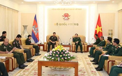 Bộ trưởng Bộ Quốc phòng tiếp Đoàn công tác Quân đội Hoàng gia Campuchia