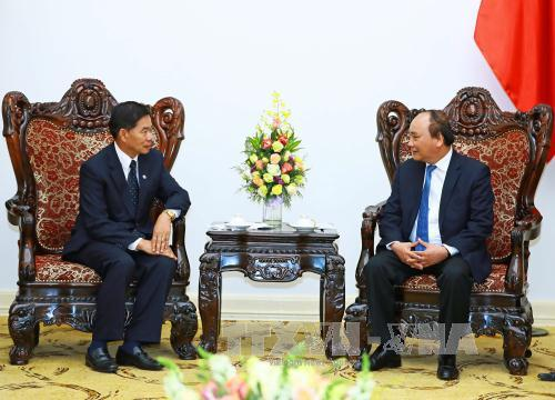 Thủ tướng Nguyễn Xuân Phúc tiếp Đô trưởng Thủ đô Vientiane