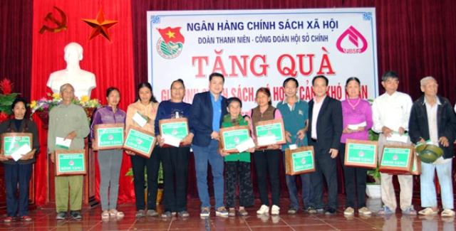 Tuổi trẻ NHCSXH sôi nổi các hoạt động Tháng Thanh niên 2017