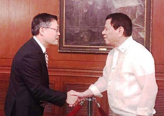 Đại sứ Việt Nam trình Quốc thư lên Tổng thống Philippines