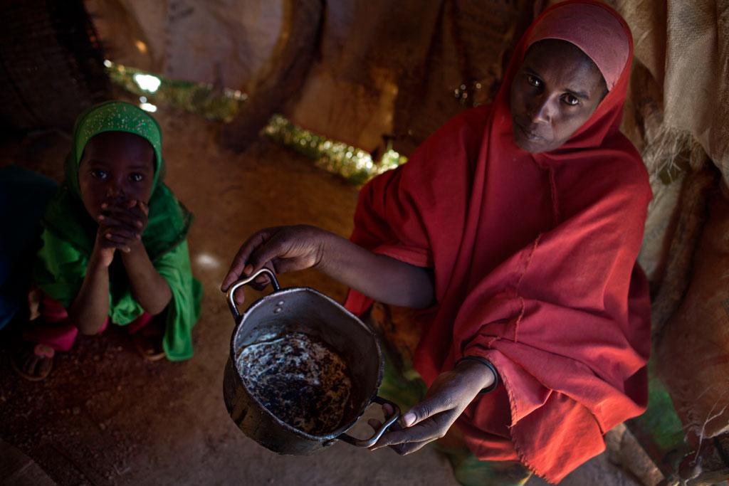 Nạn đói đe dọa cuộc sống của trẻ em ở châu Phi, Trung Đông