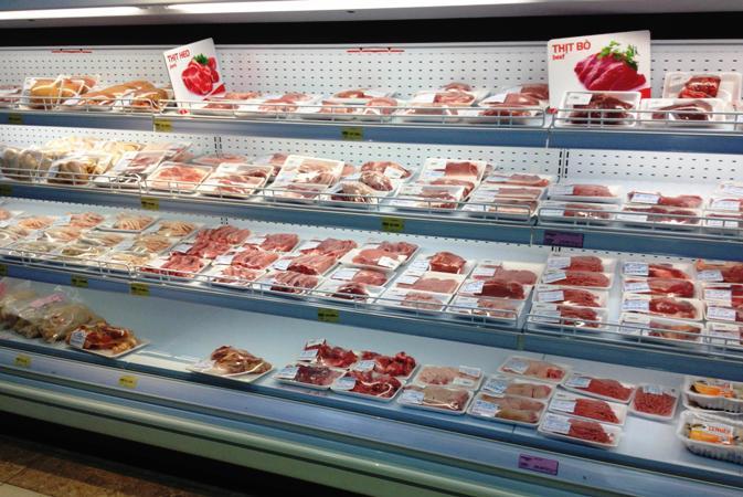 Xem xét tạm ngừng nhập khẩu thịt từ Brazil