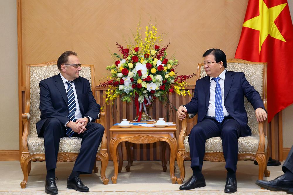 Phó Thủ tướng Trịnh Đình Dũng tiếp Đại sứ Ấn Độ, Belarus và Hà Lan