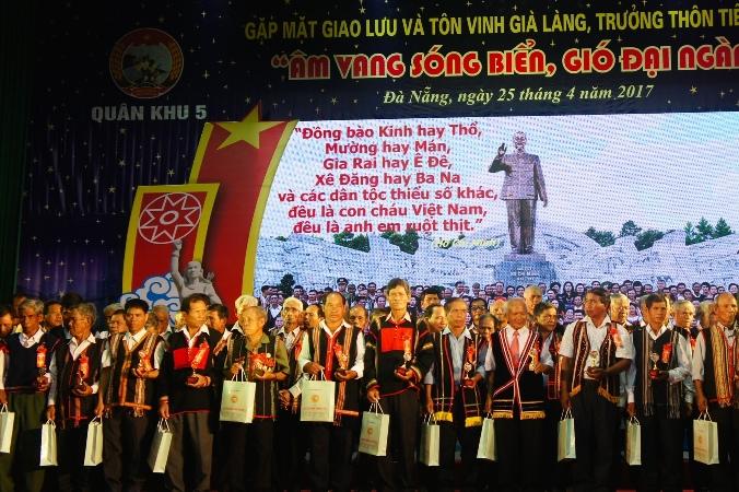 Tôn vinh già làng, trưởng thôn tiêu biểu miền Trung - Tây Nguyên